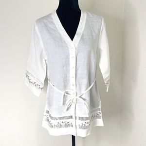 NWOT FLOWER EMBROIDERED LACE TRIM BUTTON UP TOP